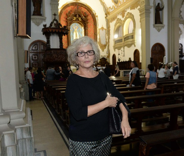 Irene Ravache na missa de 7º Dia de Vida Alves (Foto: Francisco Cepeda/AgNews)