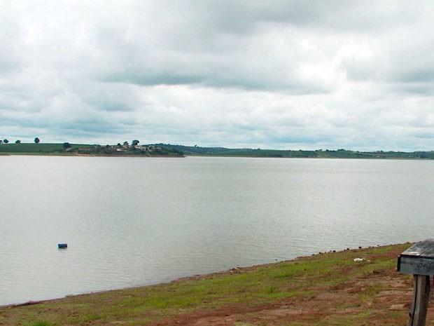 Lago de Furnas está 12% abaixo  do nível esperado para dezembro (Foto: Carlos Cazelato / EPTV)