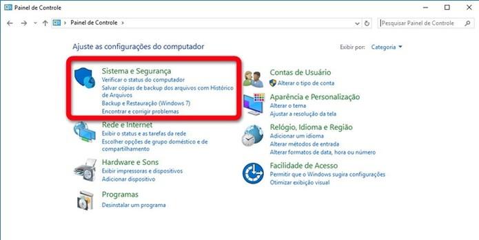 No painel de controle, clique em Sistema e segurança (Foto: Reprodução/Helito Bijora)  (Foto: No painel de controle, clique em Sistema e segurança (Foto: Reprodução/Helito Bijora) )