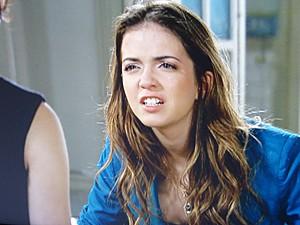Flaviana fica possessa de tanta raiva (Foto: Malhação / TV Globo)