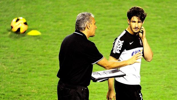 Tite com Pato treino do Corinthians em Itu (Foto: Marcos Ribolli / Globoesporte.com)