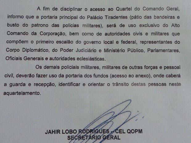 Circular da Polícia Militar restringindo o acesso pela portaria princial ao alto comando do DF (Foto: Polícia Militar/Reprodução)