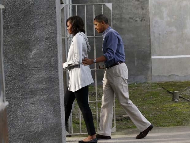 O presidente dos EUA Barack Obama e sua mulher, Michelle Obama, visitam a ilha Robben, perto da Cidade do Cabo, onde o ex-presidente africano Nelson Mandela – ícone da luta contra o apartheid – esteve preso por 18 anos. (Foto: REUTERS/Jason Reed)
