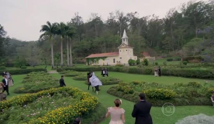 Fazenda em Vasosuras serviu de cenário para cenas finais da primeira fase de 'Além do Tempo' (Foto: Reprodução/ Vídeo Show)