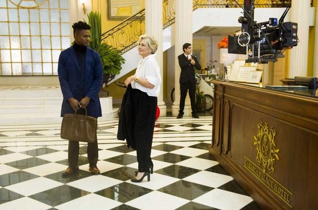 Irene Ravache grava com David Junior uma cena de 'Pega pega' (Foto:  Globo/ João Miguel Junior)
