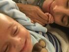 Jaque Khury mima o filho na cama: 'Bom dia com muita alegria'