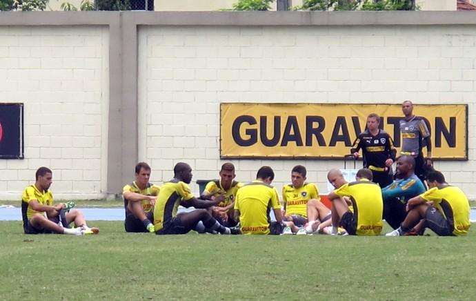 Botafogo reunião dos Jogadores no campo (Foto: Thales Soares)