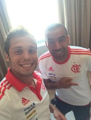 Baggio e Emerson Sheik concentrados para amistoso com a Tiva (Foto: Reprodução/Twitter)