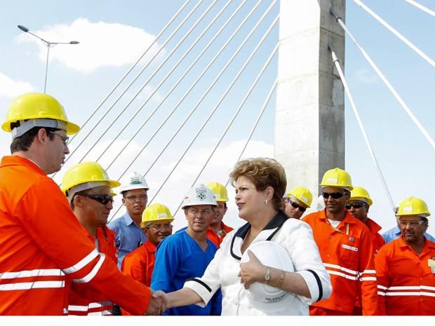 A presidente Dilma Rousseff em inauguração em uma das pontes da BR-448 nesta sexta (20). (Foto: Roberto Stuckert Filho/PR)