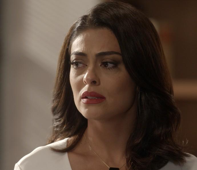 Carolina fica assustada com a proposta inusitada de Hugo (Foto: TV Globo)