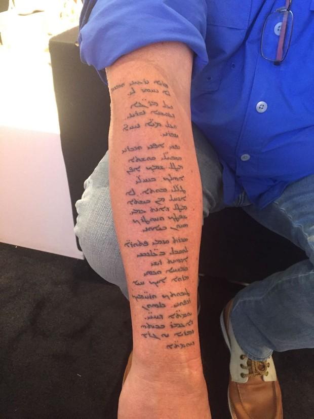 Jayme Monjardim fecha o braço esquerdo com tatuagem bíblica sobre o Gênesis (Foto: Reprodução / Instagram)
