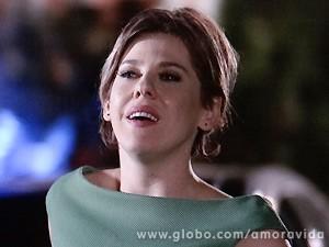 Edith não baixa a guarda e exige respeito do marido (Foto: Amor à Vida / TV Globo)