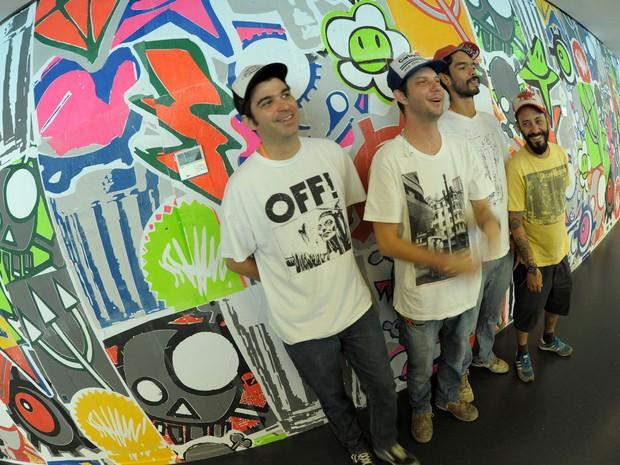 Os artistas Carlos Dias, Daniel Melim e o grupo SHN na sede do Facebook em São Paulo. (Foto: Flavio Moraes/G1)