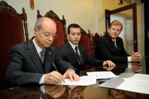 Acordo entre universidade gaúcha e Polícia Federal foi assinado nessa sexta (06) (Foto: Gilson Oliveira/Divulgação PUCRS)