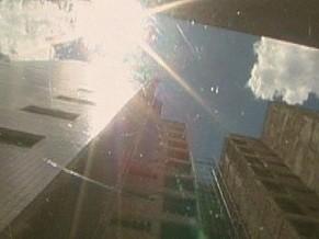 Concreto, vidro e asfalto refletem calor, aumentando a temperatura nas grandes cidades (Foto: Reprodução de TV)