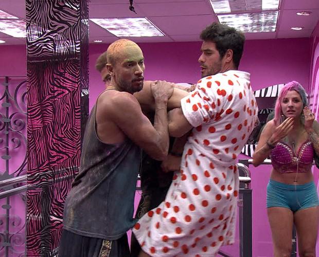 melhores momentos; galeria; festa indiana;briga (Foto: BBB / TV Globo)