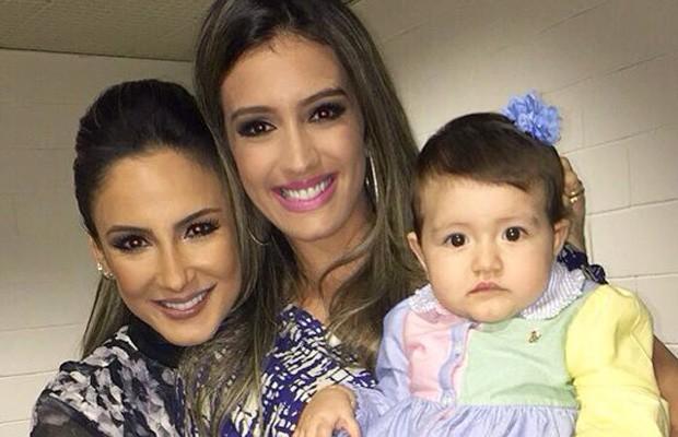 Geórgia Busgaib posa com a filha Giovanna e Claudia Leitte (Foto: Arquivo Pessoal)