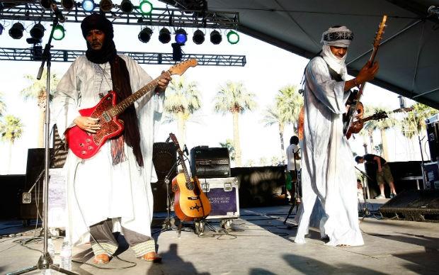 O grupo Tinariwen durante uma apresentação no Festival Coachella, na Califórnia, em 2009 (Foto: Michael Buckner/Getty Images)