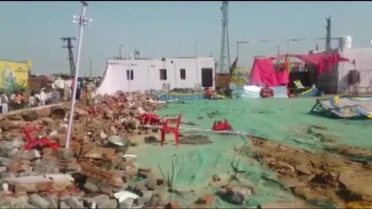 Quedas de muro e galpão matam 24 durante casamento na Índia