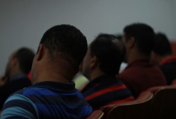 Acusados de agressão a mulheres assistem a aulas em auditório do Fórum de Taboão da Serra, na Grande São Paulo (Foto: Elisa Gargiulo / MP-SP)