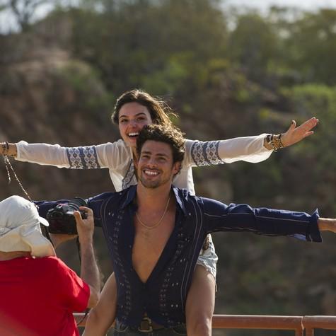 Cauã Reymond e Isis Valverde serão Leandro e Antônia em 'Amores roubados'.  Na foto, em Petrolina, eles estão na mira de Walther Carvalho (Foto: Foto TV Globo / Estevam Avellar)