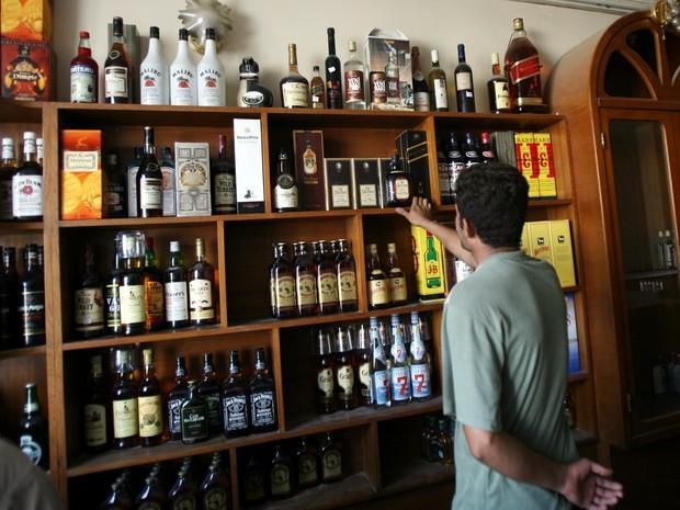Iraque proíbe venda, importação e fabricação de bebidas alcoólicas (Foto: AP Photo/Hadi Mizban)