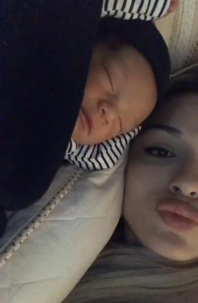 Letícia Santiago e o filho (Foto: Reprodução / Instagram)