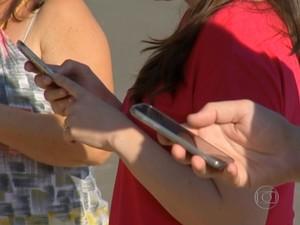 Em Salto, moradores usam celular como arma contra o crime (Foto: Reprodução / TV Tem)
