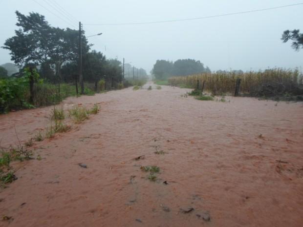 Matelândia, no oeste do estado, ficou tomada pelas águas. (Foto: Maycon Fernando/VC no G1)
