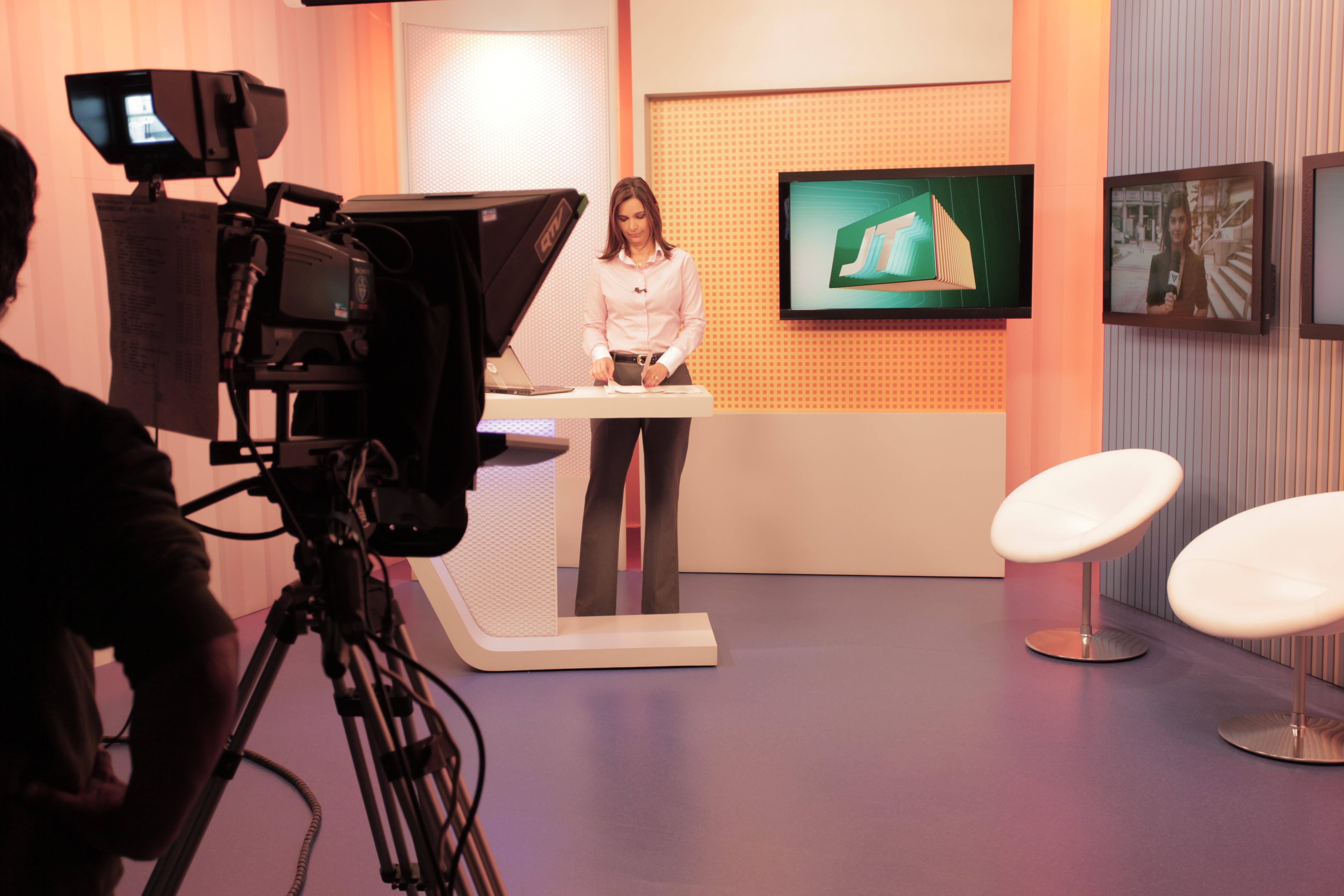 Jornal da Tribuna 1ª Edição - Vanessa Machado (Foto: Luiz Gustavo Januario)