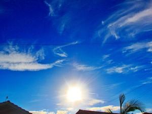Sol aparece entre nuvens nesta sexta em Santa Catarina (Foto: Giácomo Miranda/Diário Alto Vale)