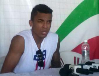 Luiz Gustavo entrevista Pinda (Foto: Gabriel Dantas/ GloboEsporte.com)