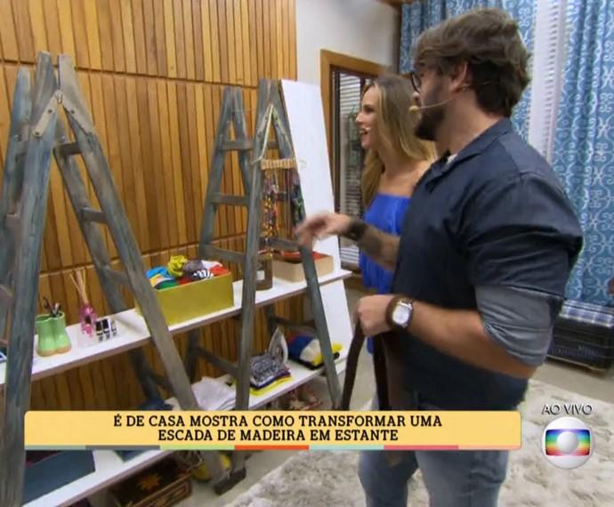 Você pode transformar uma escada de madeira em uma estante! (Foto: TV Globo)