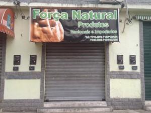 João foi levado por criminosos na porta da loja de suplementos naturais (Foto: Mariucha Machado / G1)