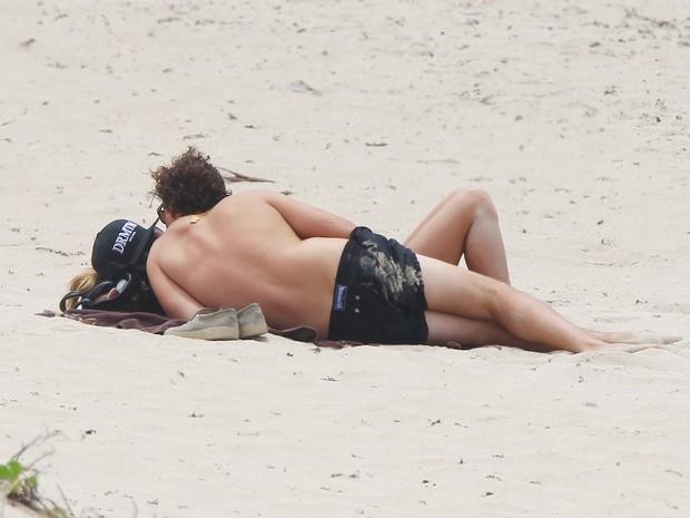 Heidi Klum com o namorado, Vito Schnabel, em praia em St. Barts, no Caribe (Foto: AKM-GSI/ Agência)