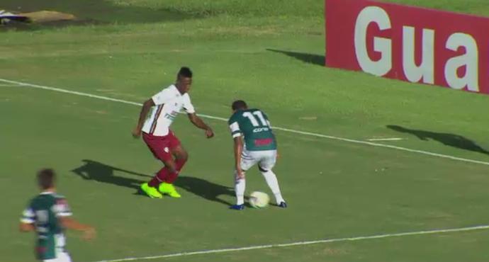 Caneta de Léo Pelé concorre na enquete com os abusados da rodada (Foto: Reprodução/SporTV)