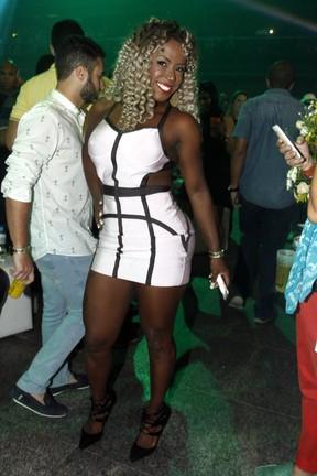 Ex-BBB Adélia em festa no Rio (Foto: Marcos Ferreira/ Brazil News)