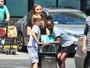 Zahara e Knox, filhos de Angelina Jolie e Brad Pitt, se divertem em mercado