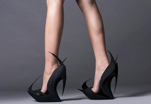 Designers e arquitetos criam sapatos de salto inusitados que mais parecem esculturas com impressora 3D