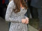 Kate Middleton exibe barriguinha em visita a clínica de reabilitação