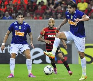 Atacante Marcelo Moreno, do Cruzeiro, na partida diante do Sport na Arena Pernambuco (Foto: Anderson Stevens/Light Press)