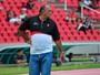 """Moto tenta quatro reforços e treinador fala em """"jogador diferenciado"""""""