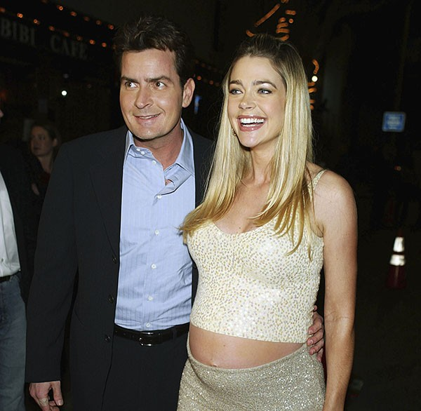 Denise Richards e Charlie Sheen (Foto: Getty Images)