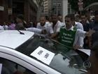 Taxistas protestam contra regulamentação do Uber em SP