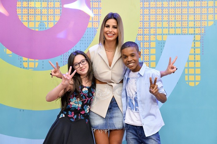 Com muita fofura, Mari e Juan encantaram Daiane Fardin, apresentadora do 'Estúdio C' (Foto: Priscilla Fiedler/RPC)