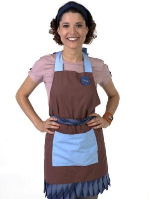 Antes de se tornar a diretora do orfanato, Carol vai trabalhar como garçonete (Foto: Divulgação/SBT)