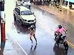 Mulher conta que pulou da moto em MT para não ser torturada até a morte (Foto: Reprodução TVCA)