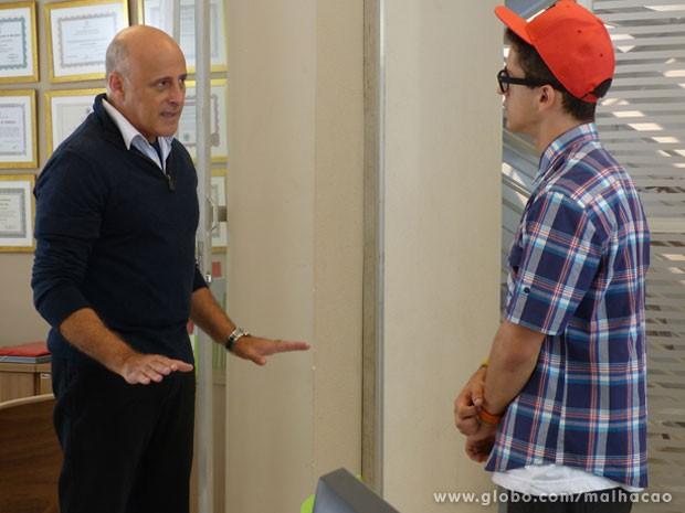 E o Mathias vai pedir pro nerd não se meter mais no assunto e deixa td com a polícia! (Foto: Malhação / Tv Globo)