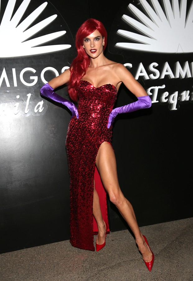 Alessandra Ambrósio em festa de Halloween em Los Angeles, nos Estados Unidos (Foto: Todd Williamson/ Getty Images/ AFP)