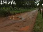 Motoristas reclamam dos buracos em rodovias interditadas em Itajá, GO